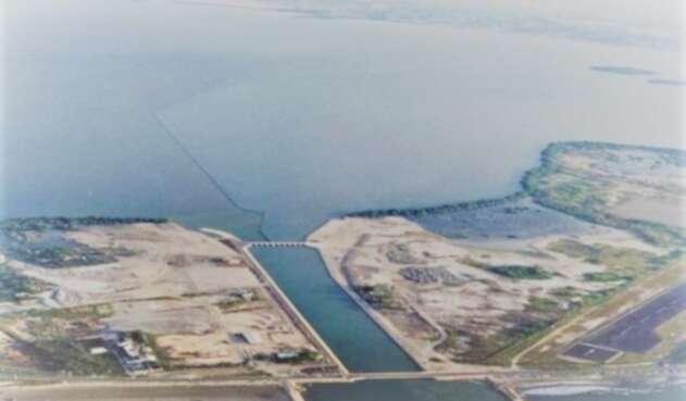La Aeronáutica emitió dos conceptos contrarios que permitieron el otorgamiento de la licencia para construir en terrenos de la nación.