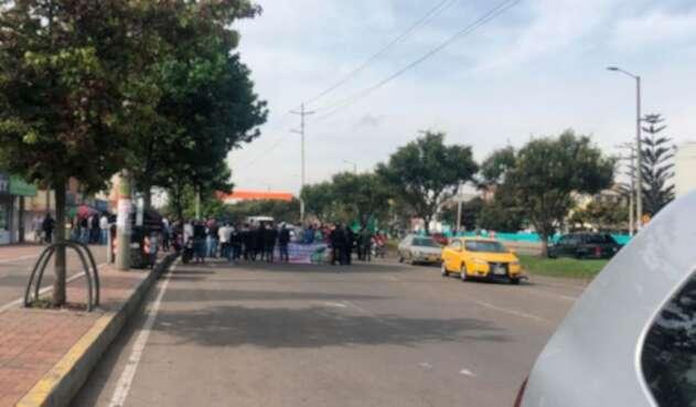 Conductores de vehículos con prestación de transporte informal, protestando en Bogotá