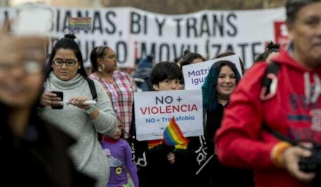 Comunidad LGBT durante protestas en Chile