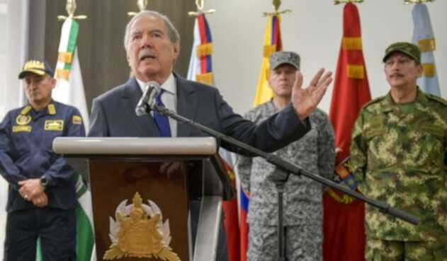 Ministro de Defensa, Guillermo Botero, y altos mandos militares y de Policía.