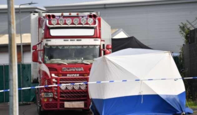 Encuentran 39 cadáveres en contenefor de un camión, en Inglaterra