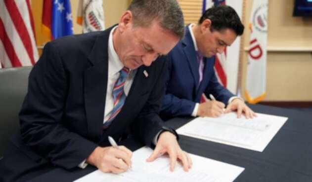 Mark Green, director de USAID y Carlos Vecchio, embajador delegado por Juan Guaidó