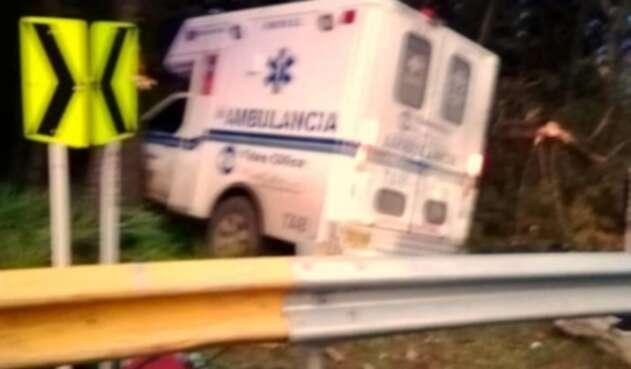 El conductor del vehículo perdió el control del automotor y se salió a un costado de la carretera