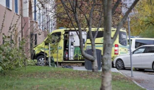 Hombre armado roba ambulancia en Oslo