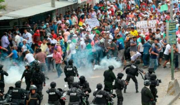 Autoridades bolivianas y manifestantes chocan en Santa Cruz de la Sierra