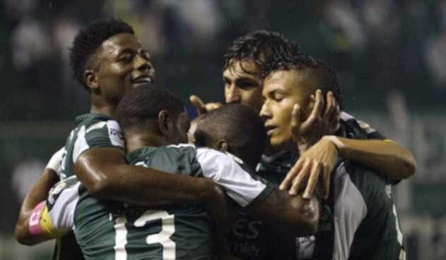 Deportivo Cali celebrando un gol