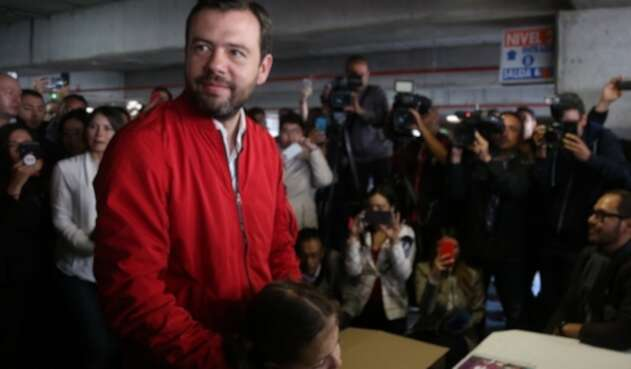Carlos Fernando Galán, llegó al centro comercial Unicentro para votar