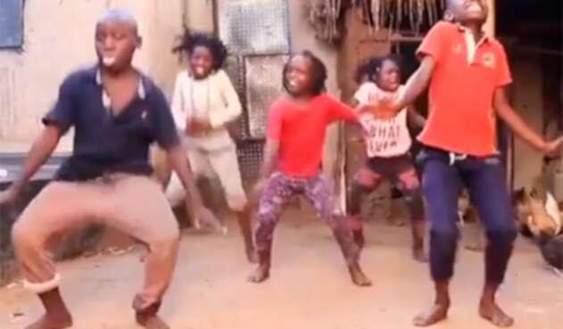 El 'Que Tire Pa' 'Lante' de Daddy Yankee bailado por niños africanos