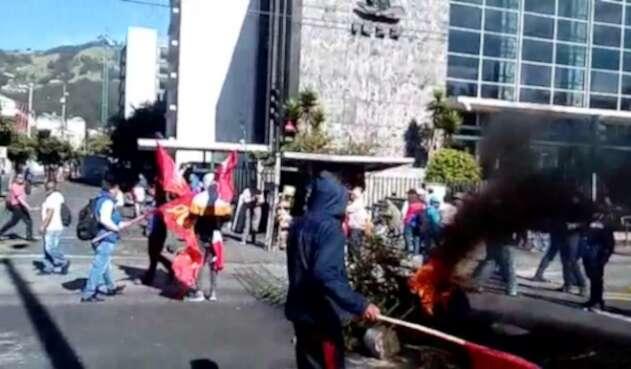 Tensión en Ecuador en medio de protestas contra el gobierno.
