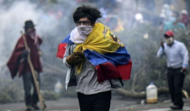 Un manifestante en Quito (Ecuador)
