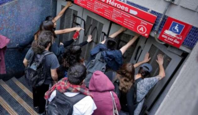 Evasión en el metro de Santiago de Chile