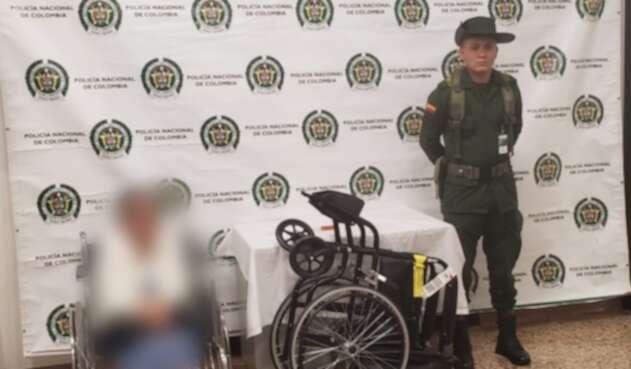 Captura anciana con coca en silla de ruedas