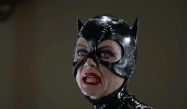 chelle Pfeiffer interpretando a Gatúbela