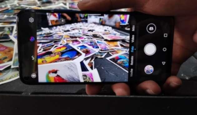 Celular - Teléfono móvil - Smartphone tomando fotografías - Fotos