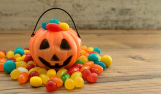 Calabaza de Halloween con dulces