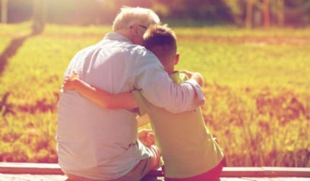 Un abuelo y su nieto - Tercera edad