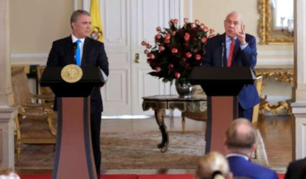 El presidente, Iván Duque, junto con Ángel Gurría, secretario general de la OCDE, en la Casa de Nariño, en Bogotá