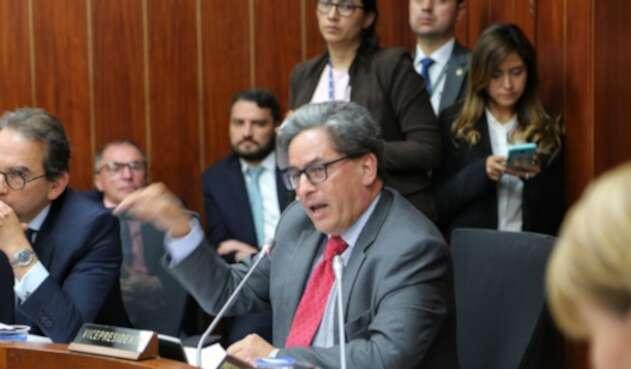 Ministro de Hacienda en la Comisión Tercera del Senado