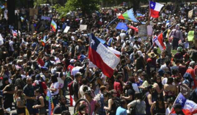 Protestas en Chile en la Plaza Italia de Santiago de Chile
