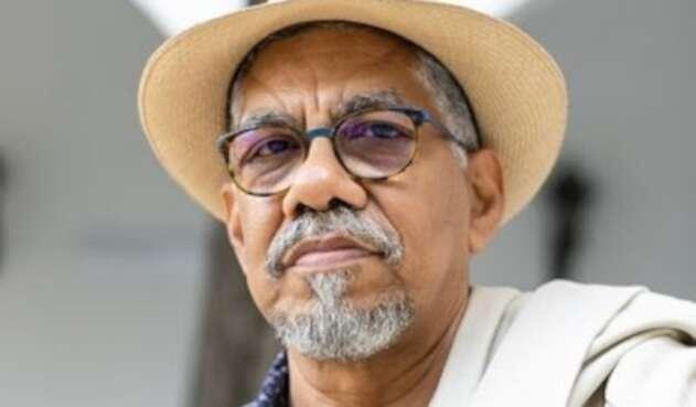 Rómulo Bustos ganó el Premio Nacional de Poesía