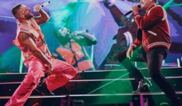 Maluma y Silvestre Dangond interpretan por primera vez en vivo 'Vivir bailando'