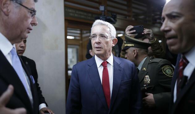 Uribe al llegar a la Corte Suprema a indagatoria