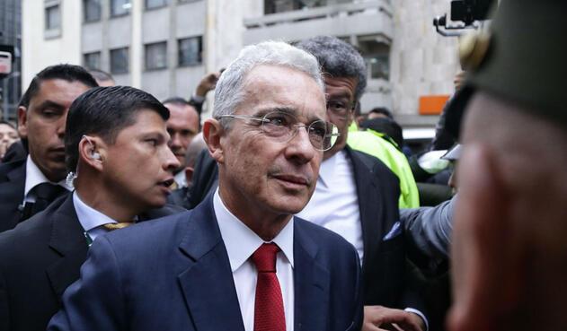 Álvaro Uribe al llegar a la indagatoria en la Corte Suprema