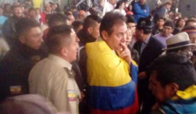 Policía retenido por indígenas en Quito