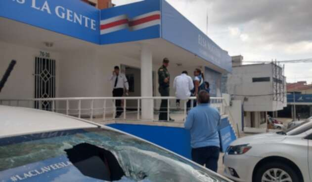 Los vándalos atacaron a piedra a la sede política de Elsa Noguera.