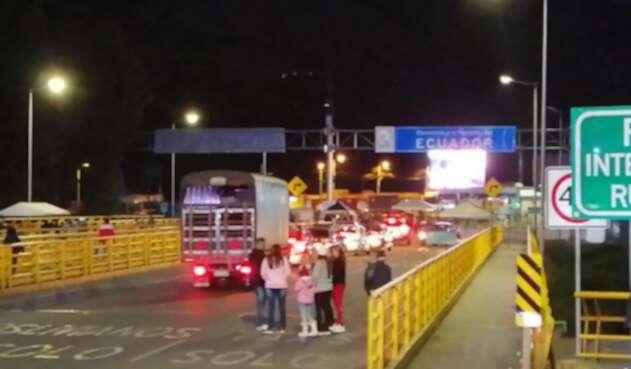 Sobre las 7 de la noche se cerro la frontera en el Puente de Rumichaca