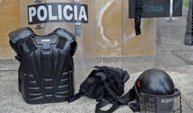 Piezas de un uniforme del Escuadrón Móvil Antidisturbios de la Policía (Esmad).