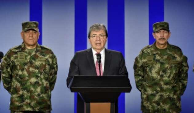 Ministro de Defensa, C arlos Homes Trujillo (centro), entregando balance de la jornada de paro.