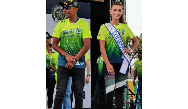 Nairo Quintana y Señorita Colombia en la Carrera 10 K de la Policía