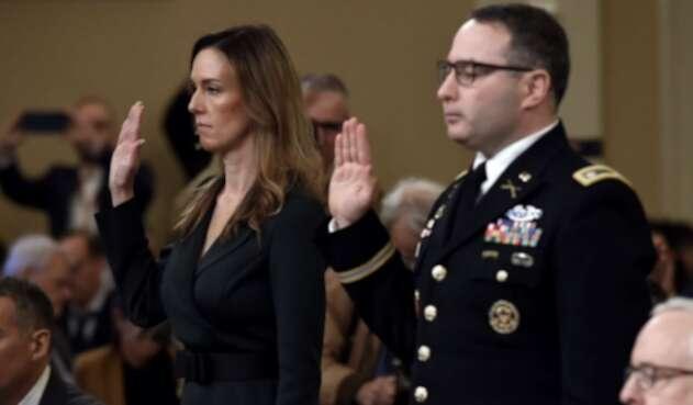Alexander Vindman, experto en Ucrania de la Casa Blanca, y Jennifer Williams, asistente del vicepresidente, Mike Pence