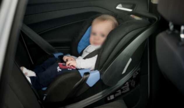 Bebé dentro de un carro