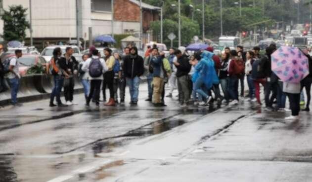 Bloqueada la Carrera Séptima por estudiantes de la U. Distrital