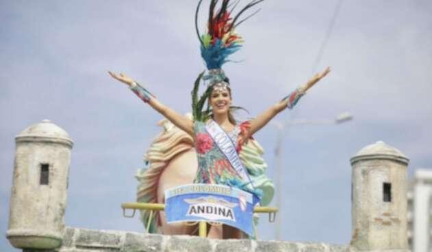 Gabriela Tafur, señorita Colombia 2019, en el desfile de traje artesanal