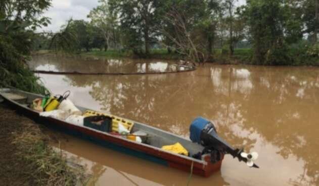 Según ambientalistas fueron 145 barriles los que se esparcieron por la zona.