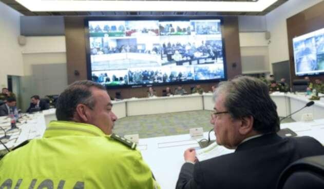 Ministro de la Defensa, Carlos Holmes Trujillo y el director de la policía metropolitana de Bogotá