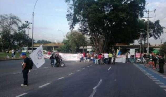 La salida de Cali a Palmira fue bloqueada por participantes del paro nacional.