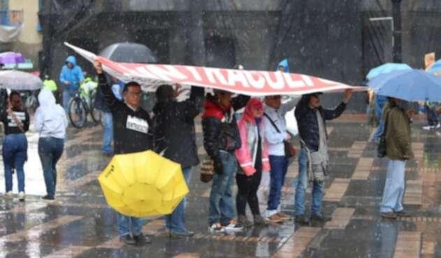 En la Plaza de Bolívar la lluvia fue protagonista del paro nacional.
