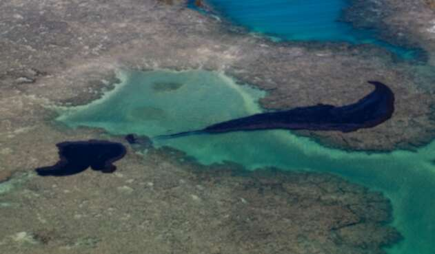 Petróleo llegó a playas de Brasil