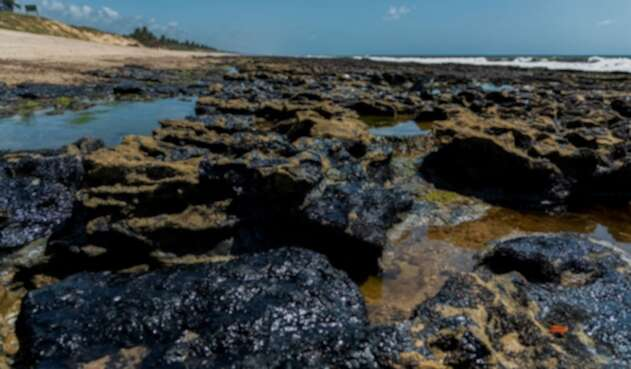 Petróleo amenaza playas de Brasil