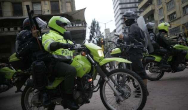 Policías durante marchas en Bogotá