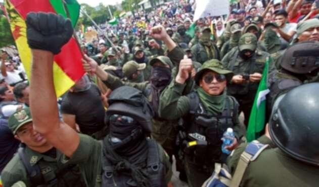 Policías en contra de las políticas de Evo Morales.