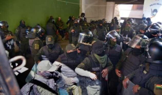 Policías en Bolivia.