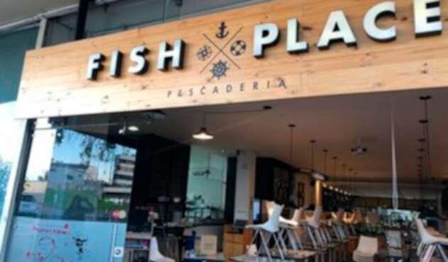 El restaurante Fish Place, objeto de vandalismo durante las protestas estudiantiles