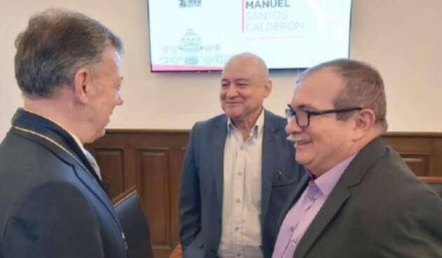 Juan Manuel Santos, 'Timochenko' y 'Carlos Lozada'