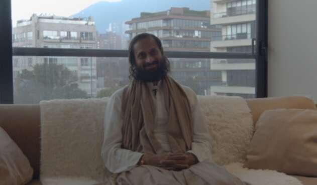 Swami Paramtej enseña técnicas de respiración para ser feliz