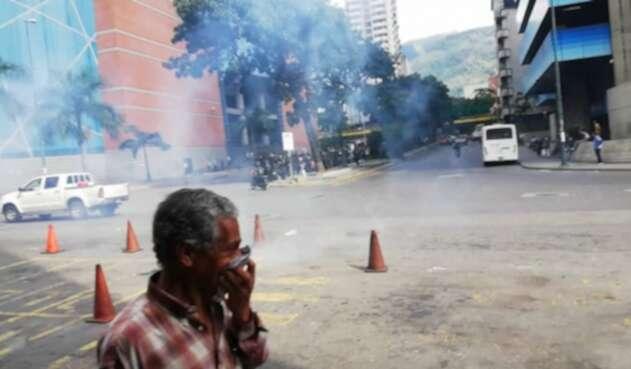 Policía de Venezuela dispersa concentración de la oposición